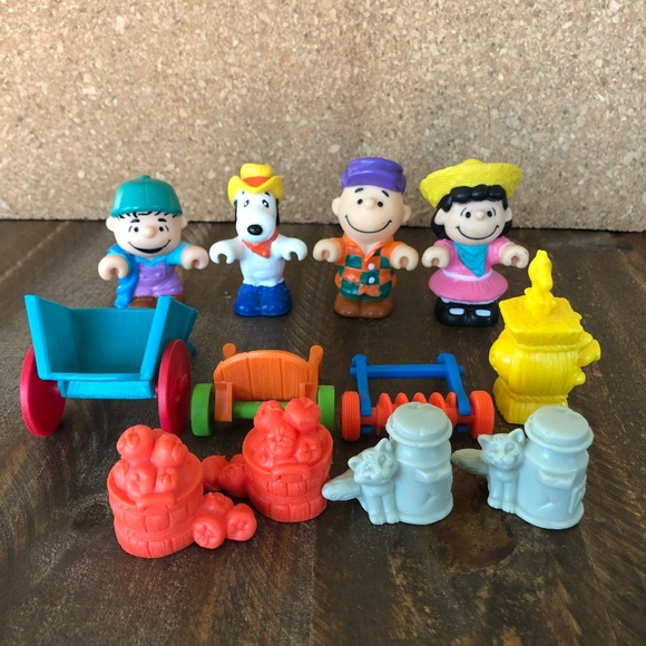 Peanuts Other - Vintage McDonalds Peanuts and Gang 1989